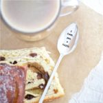 Long vintage style spoon with quote 'I love you a latte'