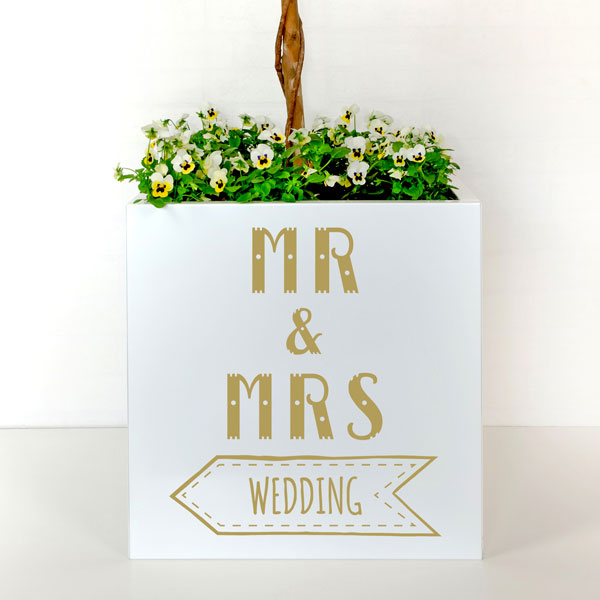 Mr And Mrs Plant Pot To Signpost A Rustic Wedding With An Arrow Pointing