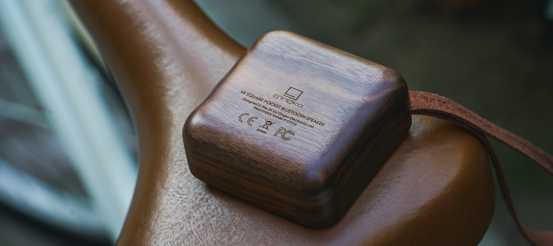 MI SQUARE Pocket Speaker Walnut Design Essentials Gingko
