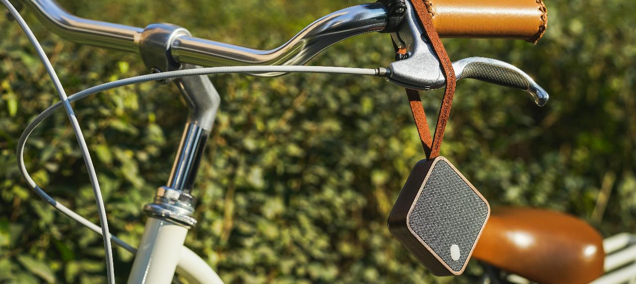 MI SQUARE Pocket Speaker Walnut Design Essentials Gingko